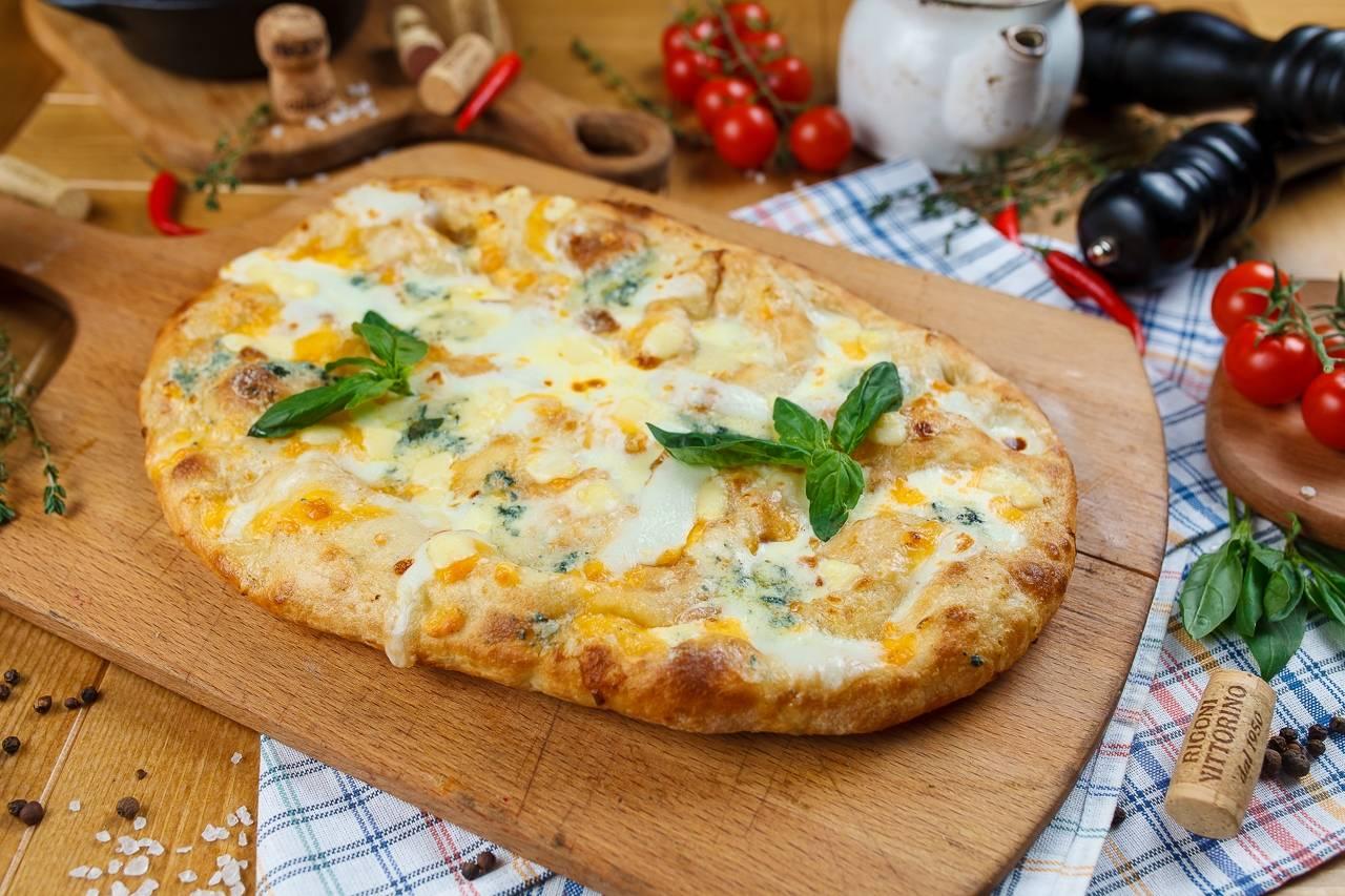 """Римская пицца """"4 сыра"""""""