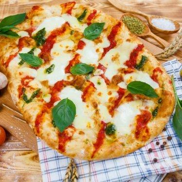 """Римская пицца """"Маргарита"""" со свежей моцареллой"""