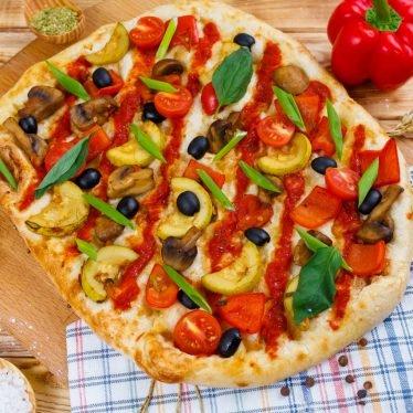 Римская пицца овощная с томатным соусом