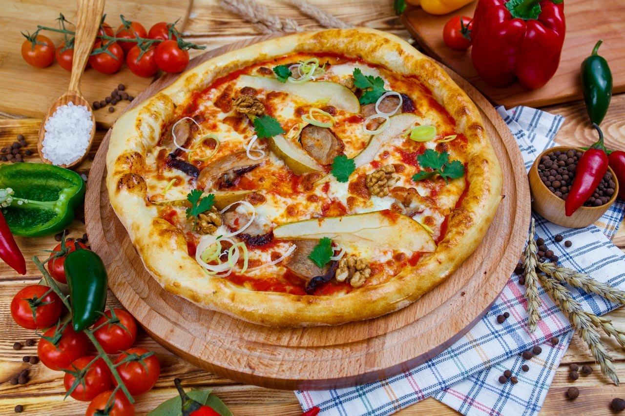 Пицца с уткой по-пекински