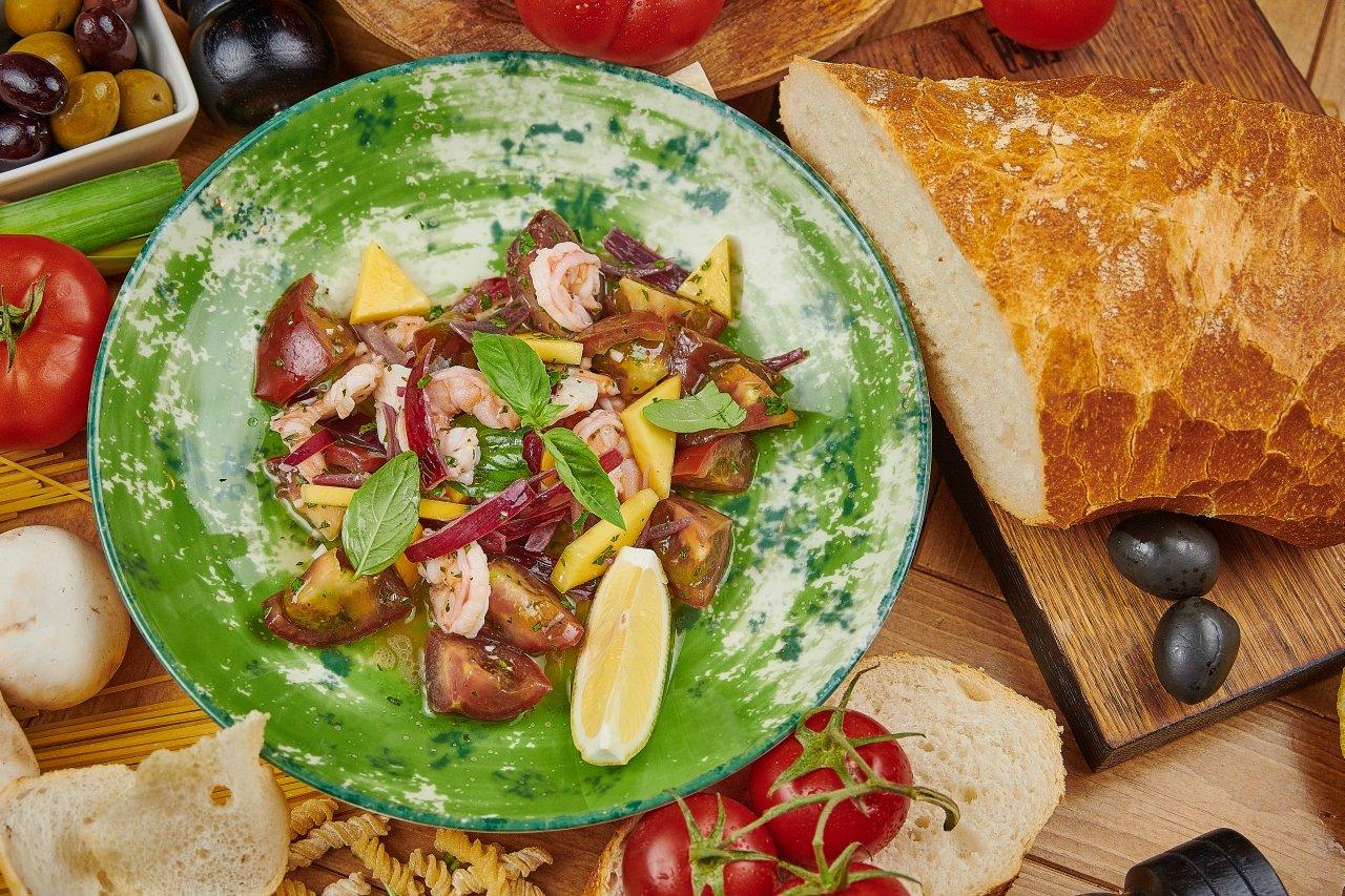Салат с креветками по-каталонски