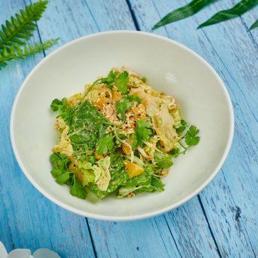 Хрустящий салат с ореховой заправкой