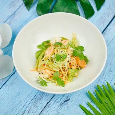 Салат с морепродуктами с кунжутной заправкой