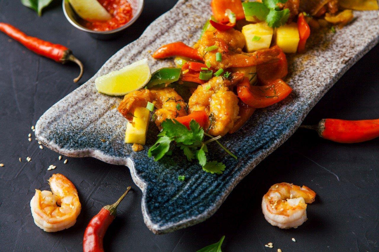 Тигровые креветки в кисло-остром соусе с овощами (вьетнам)
