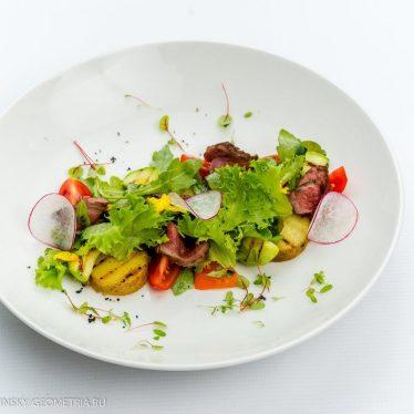 Гриль- салат с ростбифом.