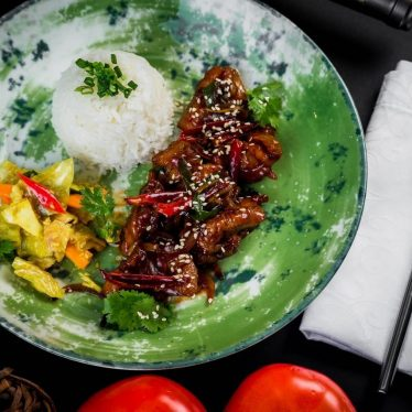 Курица кунбао с китайским рисом