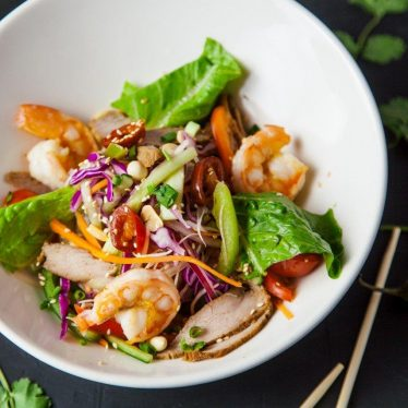 Салат со свининой и креветкой(вьетнам)