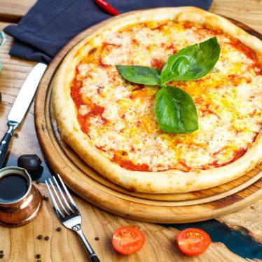 """Пицца """"Кватро Формаджи"""" на томатной основе"""