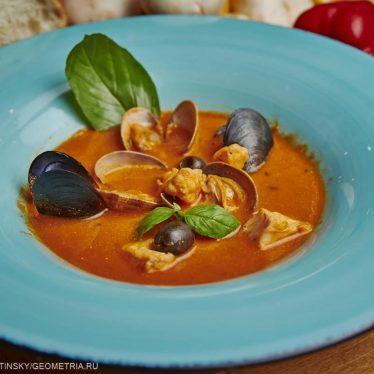 Суп с морепродуктами.