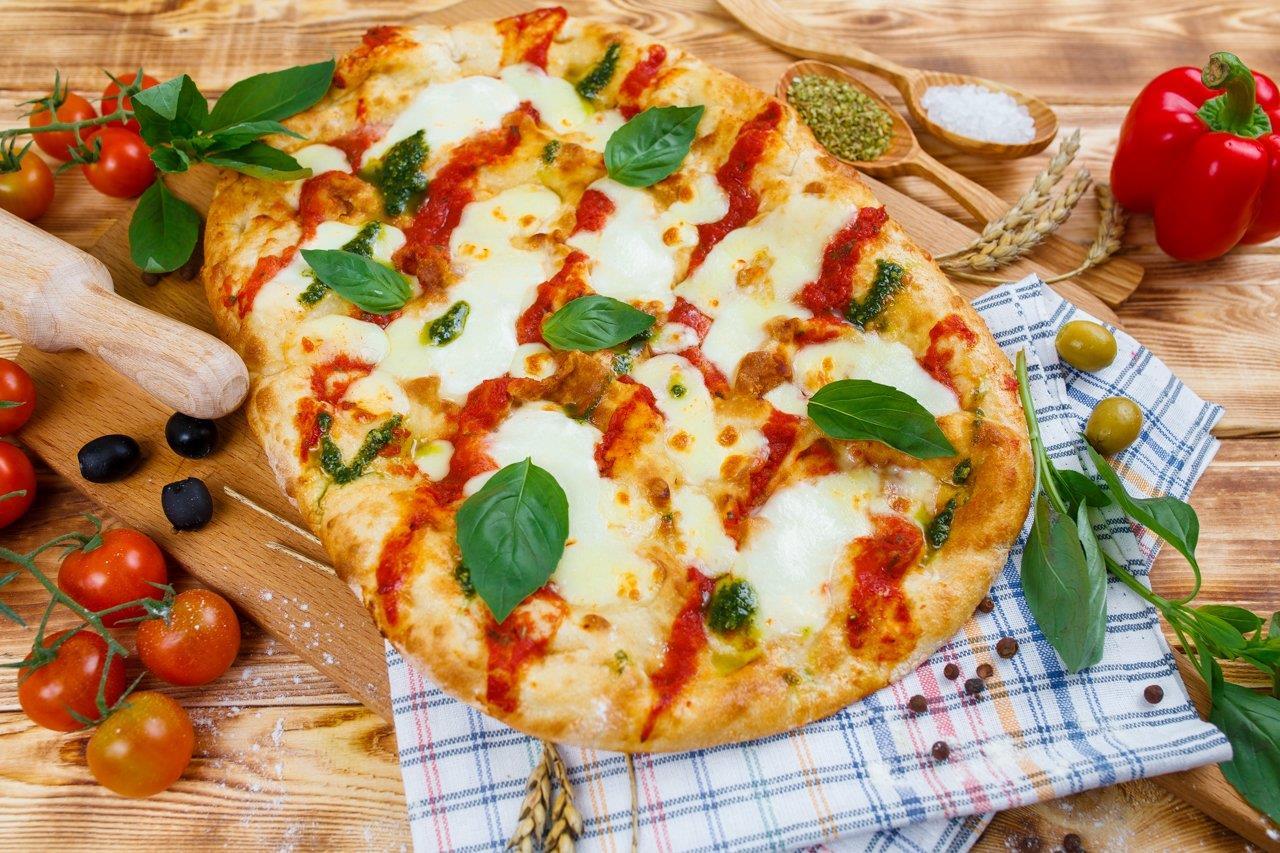 Римская пицца Маргарита с молодой моцареллой 35см