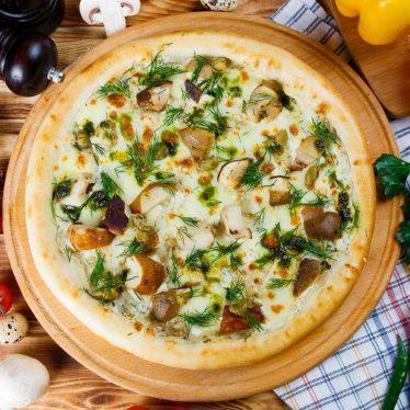 Пицца с грибами и сливочным соусом