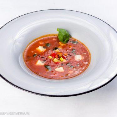 Суп минестроне с моцареллой.