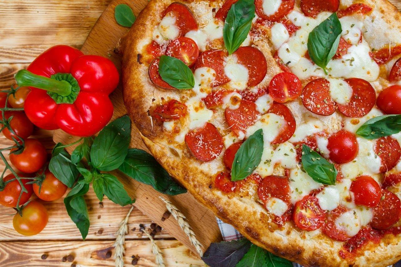 Римская пицца пепперони и томаты черри 35см.