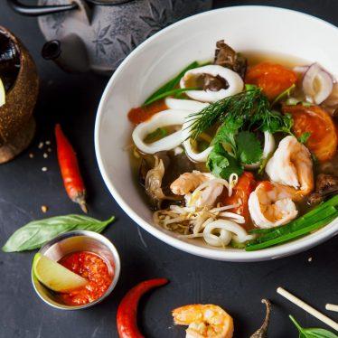 Суп фо-том с креветкой и кальмаром (вьетнам)