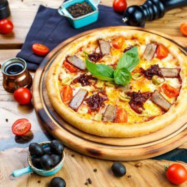 -Пицца свинина BBQ, сыр чеддер и карамельным луком