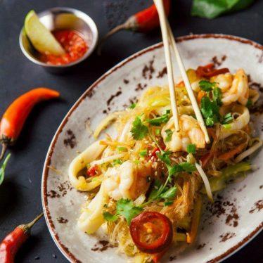 -Рисовая лапша с тигровыми креветками по-Сингапурски