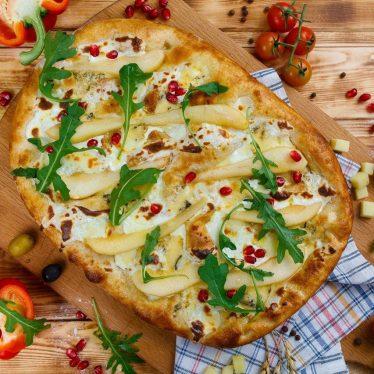 Римская пицца с фламбированной грушей 35см.