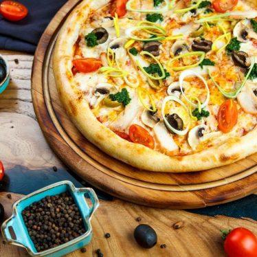 -Пицца с курицей и грибами