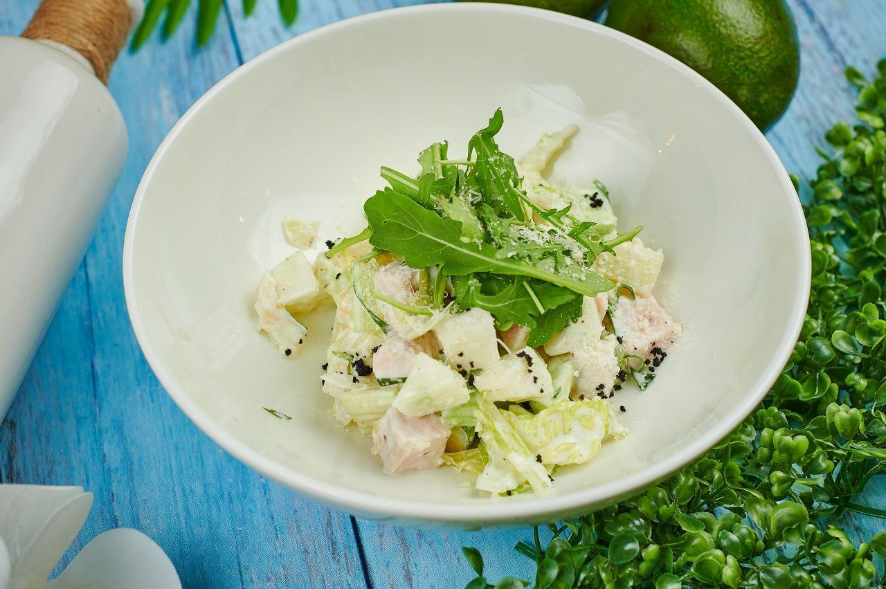 -Легкий салат с индейкой и йогуртом