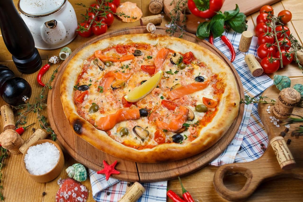 -Пицца с морепродуктами.