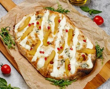 Римская пицца с грушей и сыром дорблю 35см